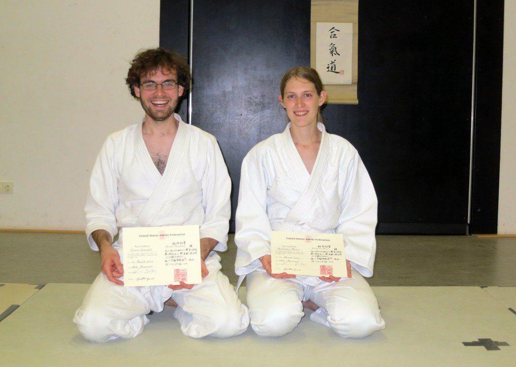 Zufriedene Gesichter nach bestandener Kyuprüfung: Katharina Ritter (4. Kyu) und Simon Hannibal (5. Kyu)